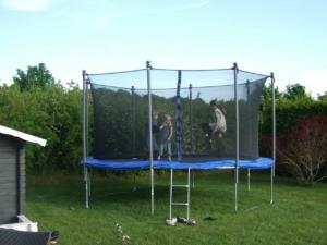 trampolin fitness kinder 300x225 - Fitness Trampolin: [test_und_vergleich] der besten Fitness Trampolins